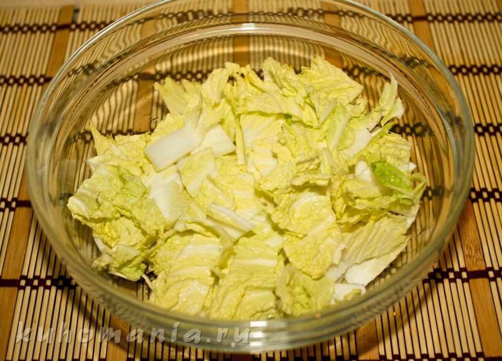 Салат с пекинской капустой и копченым мясом