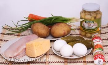 филе, консервированные шампиньоны, картофель, морковь, яйца, сыр, огурцы, зелень - фотография пошагового приготовления блюда Салат