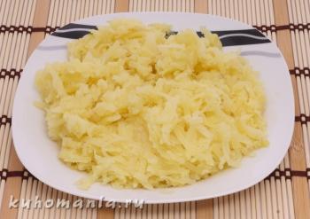 натертый отварной картофель - фотография пошагового приготовления блюда Салат