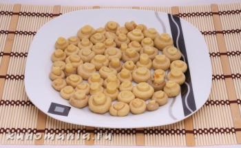 слой маринованных грибов - фотография пошагового приготовления блюда Салат