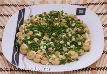 слой зеленого лука - фотография пошагового приготовления блюда Салат