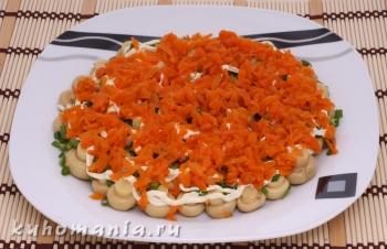 слой натертой моркови - фотография пошагового приготовления блюда Салат