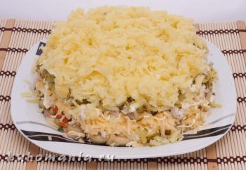 слой натертого картофеля - фотография пошагового приготовления блюда Салат