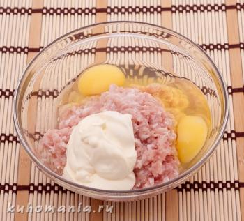 фарш с яйцами, майонезом - фотография пошагового приготовления блюда Корзинки с мясным фаршем под сыром